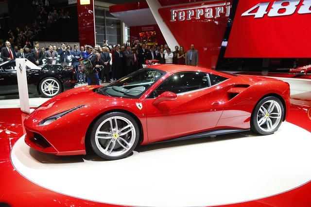 Tesla không muốn trở nên giống Ferrari