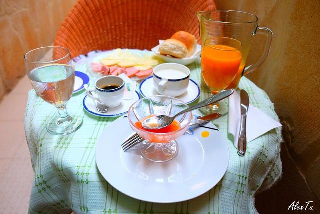 Bữa sáng ngon lành và đầy đủ với giá 5 CUC được chủ nhà home-stay phục vụ nếu bạn có nhu cầu.