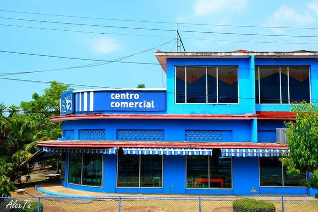 Một trong những trung tâm thương mại đầu tiên ở Havana (Commercial Center)