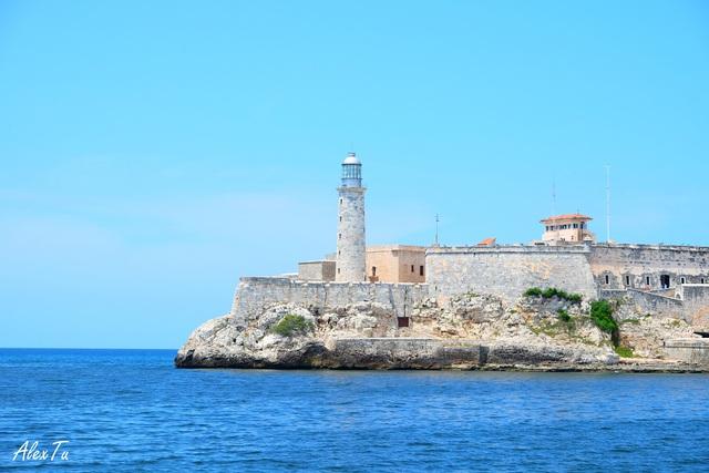Ngọn hải đăng và pháo đài El Morro (El Morro Castel)