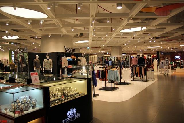 Khu bán quần áo hàng hiệu cũng lâm vào tình cảnh tương tự