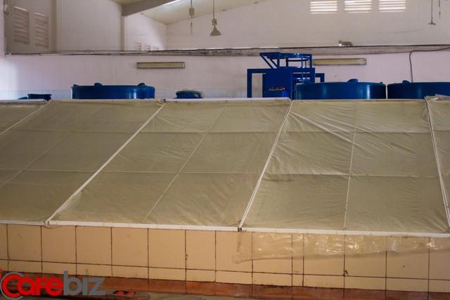 Sau khi ngâm muối, ô mai được chuyển sang công đoạn phơi cho ráo nước