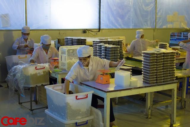 Sau khi hoàn thành tất cả các công đoạn chế biến, ô mai sẽ được đem đi đóng hộp