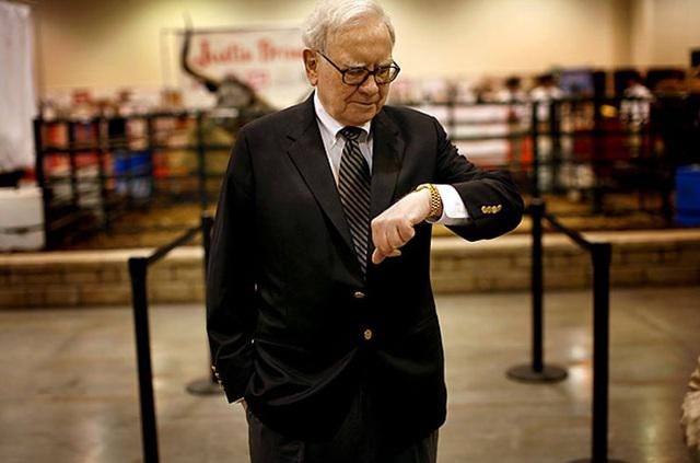 Tỷ phú Warren Buffett ngoài Patek Philippe, ông còn đeo cả Rolex Day-Date.