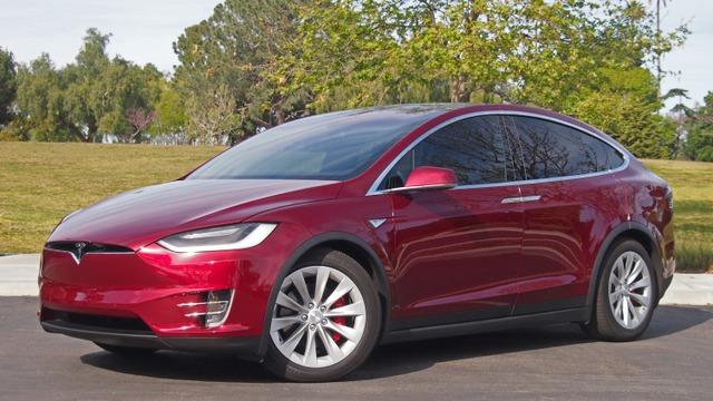 Tesla đang đe dọa mạnh mẽ ngành công nghiệp xe hơi truyền thống.