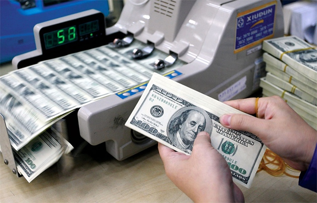 Dòng tiền và tiền gửi ngoại tệ của Việt Nam (bao gồm các tổ chức tín dụng, khu vực khác) ra nước ngoài đã ở mức hơn 14 tỷ đô la