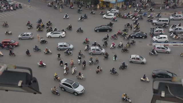 Giao thông Hà Nội trong giờ cao điểm buổi sáng.