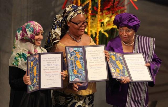 Từ trái qua: Tawakel Karman, Leymah Gbowee và Ellen Johnson Sirleaf chia sẻ giải Nobel Hòa bình năm 2011.
