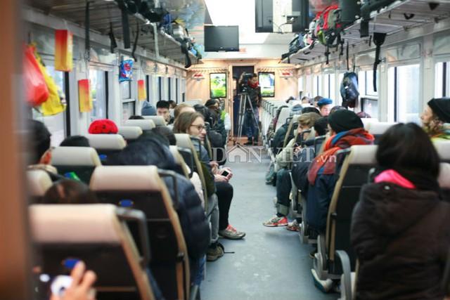 Đối với chuyến tàu đầu tiên ngày 26.1, Tổng công ty ĐSVN khuyến mãi giá vé cho hành khách với mức giảm từ 30% - 50% giá vé so với các tàu đang chạy trên tuyến Hà Nội - Sài Gòn.
