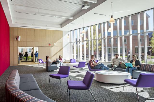 Khu vực này có 7 toà nhà với 1.500 giường để phục vụ cho nhu cầu sinh hoạt, nghỉ ngơi của sinh viên.