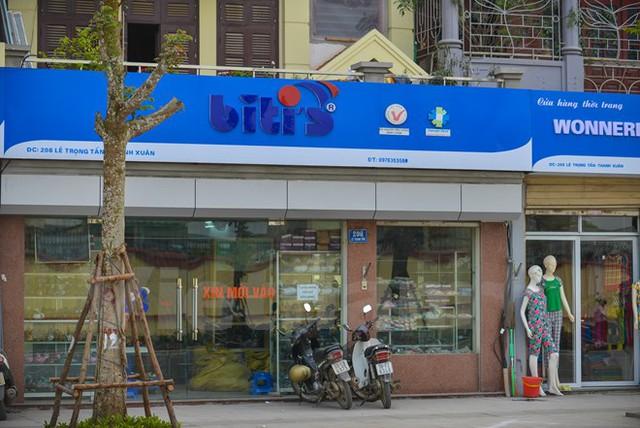 Ví dụ như thương hiệu Biti's với màu xanh chủ đạo. (Ảnh: PV/Vietnam+)