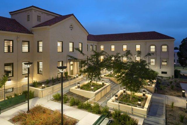 Căn nhà cho các cựu chiến binh vô gia cư được thiết kế bởi kiến trúc sư Leo Daly và xây dựng tại Los Angeles.