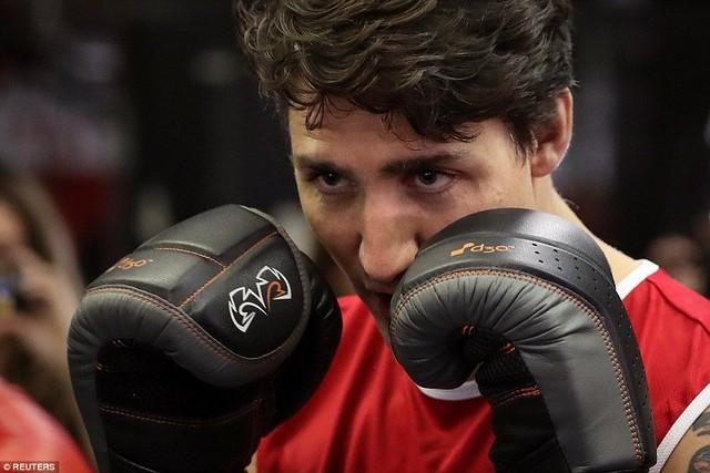 Trudeau đã chiến thắng trong một trận đấu quyền anh từ thiện với Thượng nghị sĩ Patrick Brazeau năm 2012
