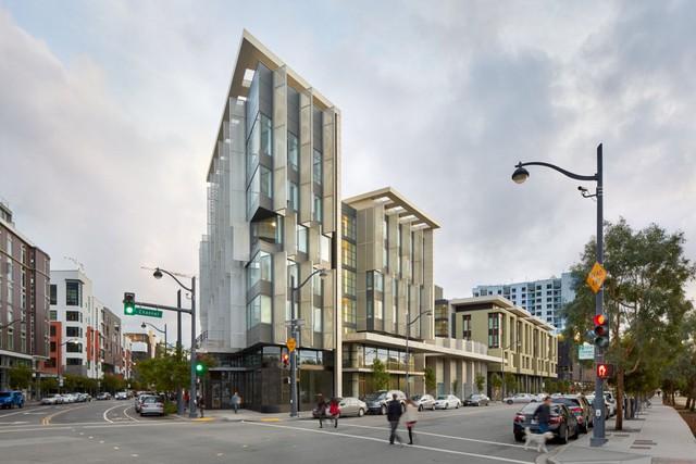 Được xây dựng tại khu Mission Bay, San Francisco, toà nhà 1180 4th Street có 150 căn hộ cho những gia đình có thu nhập thấp đồng thời là trung tâm thương mại với kích thước 1.000m2.