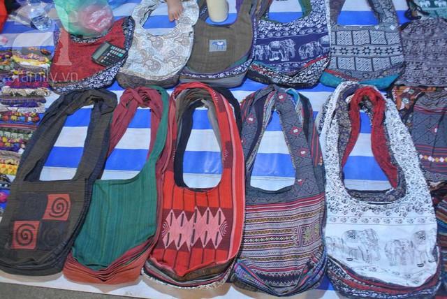 Túi xách vải đa dạng.