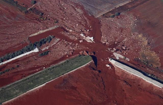 Một hồ chứa của nhà máy sản xuất alumina ở làng Kolontar, Budapest (Hungary) bị vỡ. (Nguồn: Techinsider)