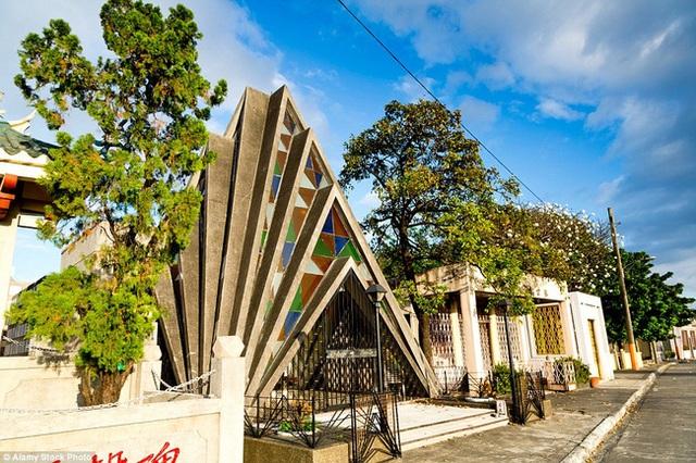 Những ngôi mộ được thiết kế với kiến trúc độc đáo đầy ấn tượng