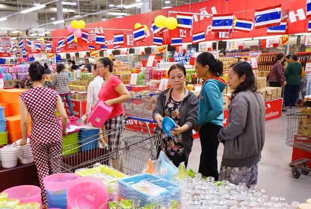 Hàng hóa Thái Lan được bán tại siêu thị Metro An Phú, Q.2, TP.HCM trưa 1-5 - Ảnh: Quang Định