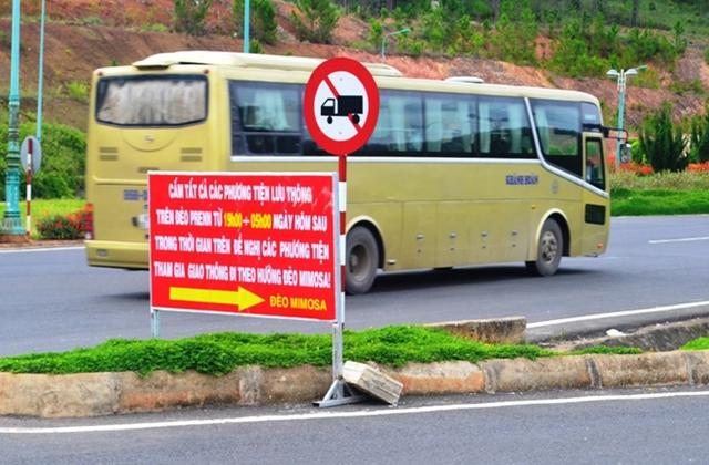 Cấm mọi phương tiện qua đèo Prenn Đà Lạt vào ban đêm từ ngày 22-6 đến 22-7.