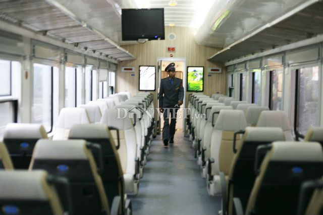 Tổng Công ty Đường sắt Việt Nam cho biết các toa xe của đoàn tàu có nội thất, trang thiết bị hiện đại, rộng rãi, tạo cảm giác thoải mái cho hành khách.