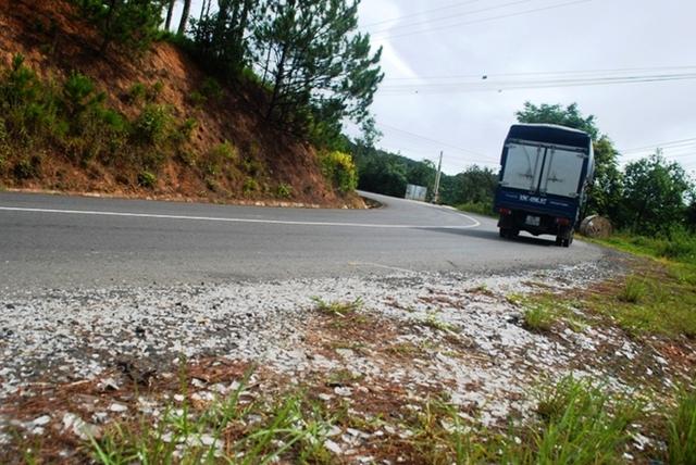 Khúc cua thường xuyên xảy ra tai nạn trên đèo Mimosa.