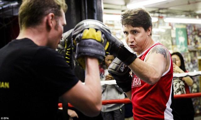 Người hâm mộ ngất ngây khi Trudeau khoe cơ bắp tại một phòng tập đấm bốc ở New York