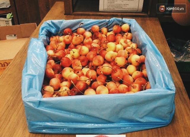 Bên cạnh các loại cherry đỏ truyền thống, năm nay, trên thị trường xuất hiện rất nhiều cherry vàng của Mỹ. Loại này có giá khá đắt và ngang ngửa với cherry Canada size 8.