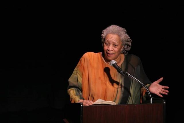 Nữ nhà văn da màu người Mỹ, Toni Morrison.