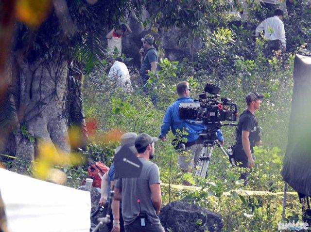 Đội ngũ nhân viên đoàn làm phim rất đông đảo.