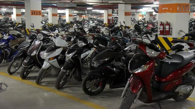 Ở Hà Nội, gần như ai cũng có xe máy.