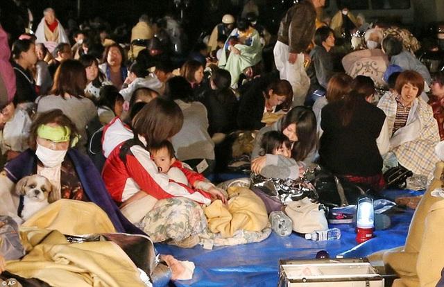 Nhiều người bàng hoàng trước trận động đất khá mạnh này.