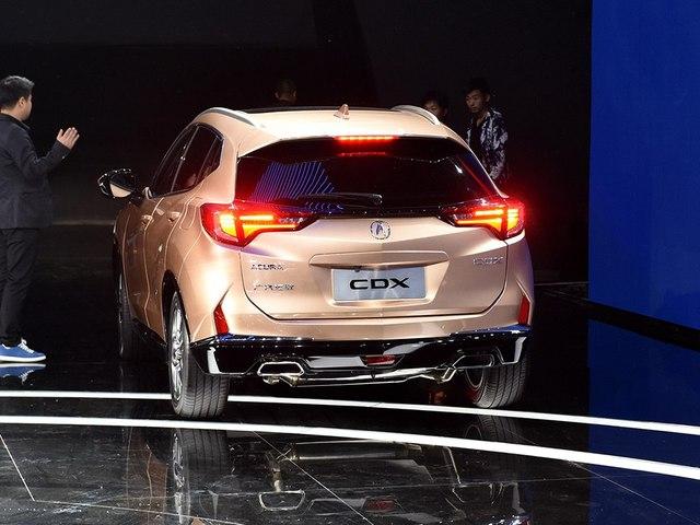 Phần đuôi xe cũng mang nhiều nét tương đồng với Honda HR-V.
