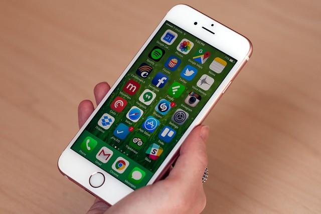 iPhone 6s và iPhone 6s Plus không có nhiều khác biệt với thế hệ trước.
