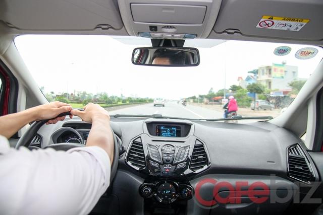 Kiểu đánh lái hand-to-hand giảm thiểu khả năng đánh lái gấp.