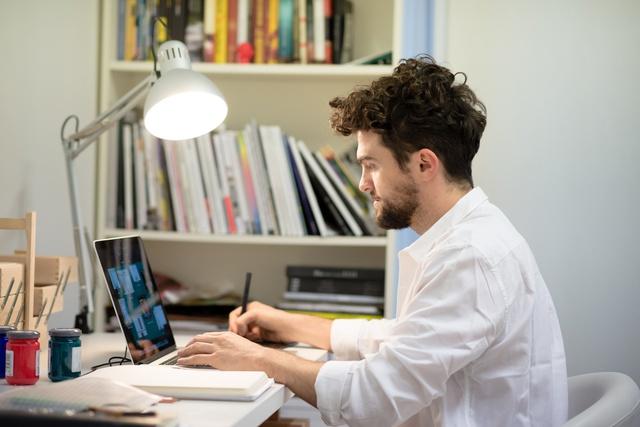 Những người muốn làm về thiết kế phải có hiểu biết về nghề đồng thời là khả năng làm việc dưới làn deadline nối tiếp nhau.