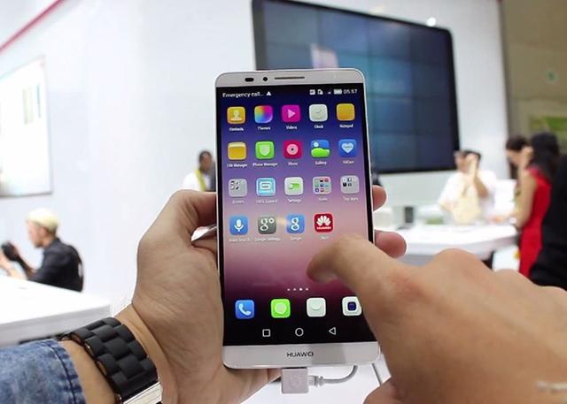 Một chiếc điện thoại Huawei tại thị trường Việt Nam.