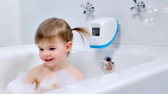 Vòi nước thông minh 4moms spout cover giúp theo dõi nhiệt độ nước nhằm cảnh báo các bố mẹ khi nhiệt độ quá cao.