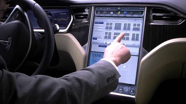 Sử dụng EVE for Tesla trên trình duyệt của Model S