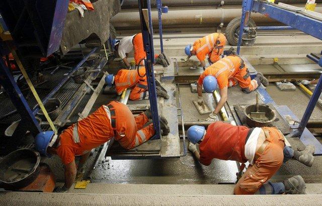 Tàu có thể di chuyển trong đường hầm với vận tốc gần 250 km/h, cho phép việc di chuyển giữa Zurich, Thuỵ Sĩ và Milan, Ý chỉ trong thời gian không đến 3 giờ.