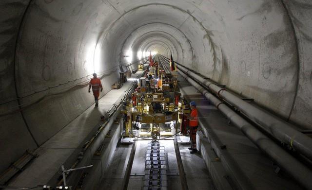Hiện nay, công trình này mới chỉ đang cung cấp một số dịch vụ nhất định. Dự kiến toàn bộ đường hầm sẽ được đưa vào sử dụng hoàn toàn vào tháng 12 năm nay.