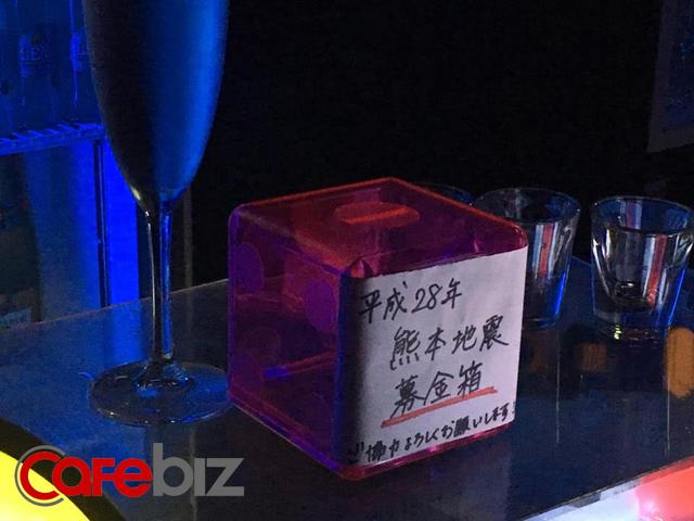 Rất nhiều thùng từ thiện như thế này đã được đặt ở các thành phố Nhật để quyên góp cho nạn nhân động đất Kumamoto (Ảnh: H Quang)