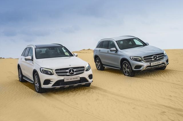 Mercedes-Benz GLC 300 4Matic (trái) và Mercedes-Benz GLC 250 4Matic (phải).
