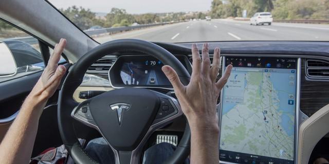 Tesla đã chính thức khơi mào cho cuộc đua xe điện và xe tự lái.