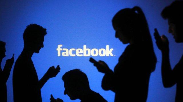 Facebook hiện nay đã chiếm một vai trò quan trọng trong cuộc sống thường ngày và thậm chí những người khiếm thị cũng có nhu cầu sử dụng Facebook để liên lạc.