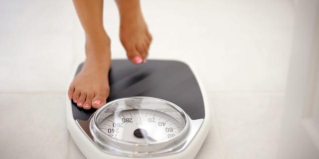 Ngoài việc tập luyện, giảm sử dụng đường cũng là cách giảm cân hiệu quả.