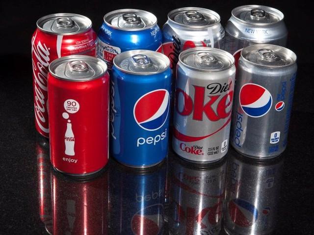 Các sản phẩm Cocacola, Pepsi cỡ nhỏ.