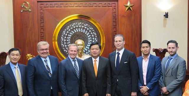 Bí thư Thành ủy TPHCM Đinh La Thăng gặp mặt các nhà đầu tư vào dự án phức hợp 4 tỷ USD ở Thủ Thiêm.