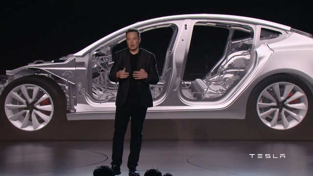 Ngay tại thời điểm ra mắt, đã có hơn 130.000 đơn đặt hàng cho chiếc Tesla Model 3.
