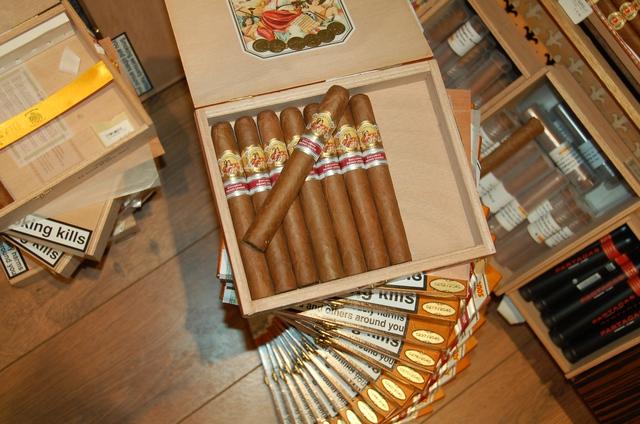 Những gói xì gà thành phẩm chuẩn bị xuất đi khắp nơi trên thế giới