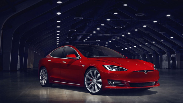 Model S thế hệ mới, với phần đầu xe hiện đại, gọn gàng và giống các thiết kế gần đây của Tesla hơn.